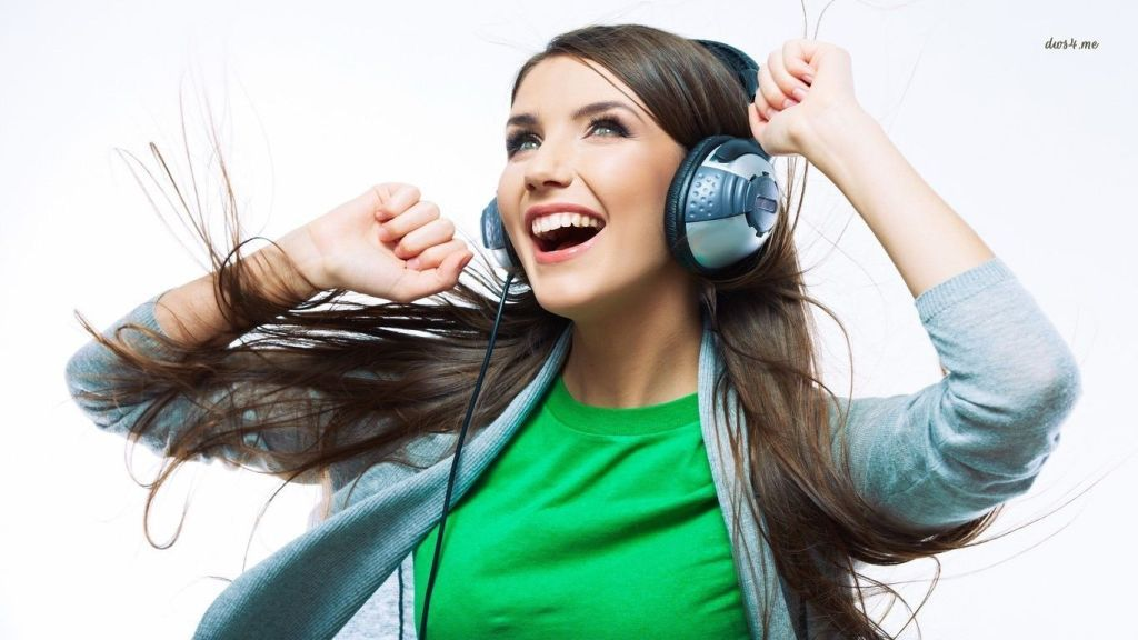 19058-happy-girl-listening-to-music-1366x768-music-wallpaper