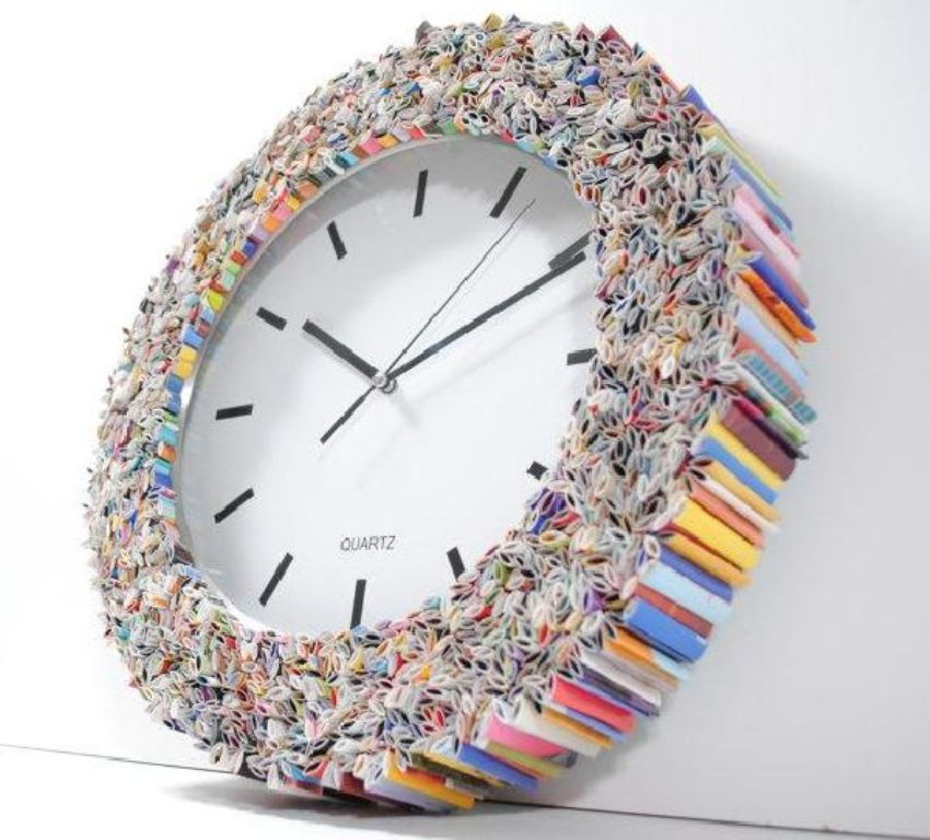 clock_wall_art_made_from_recycled_magazines_6pcxe
