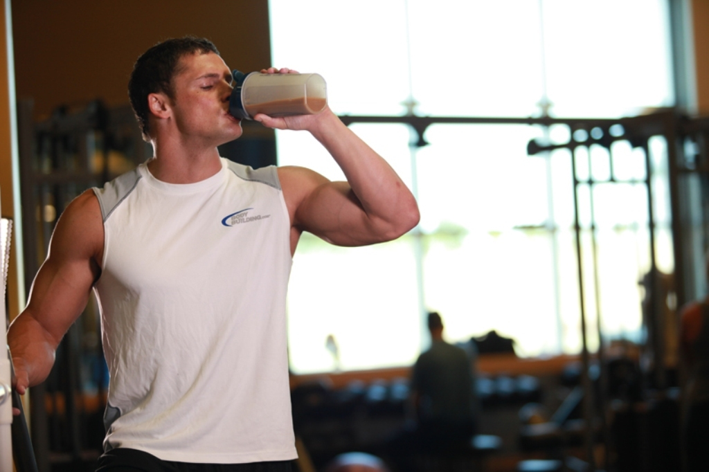 ♦ Having whey protein drinks during training helps in rebuilding and repairing the lean muscle tissue in your body.
