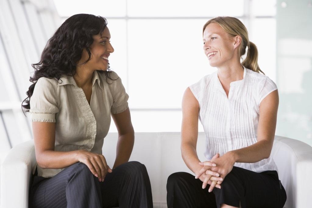 women_talking_friends