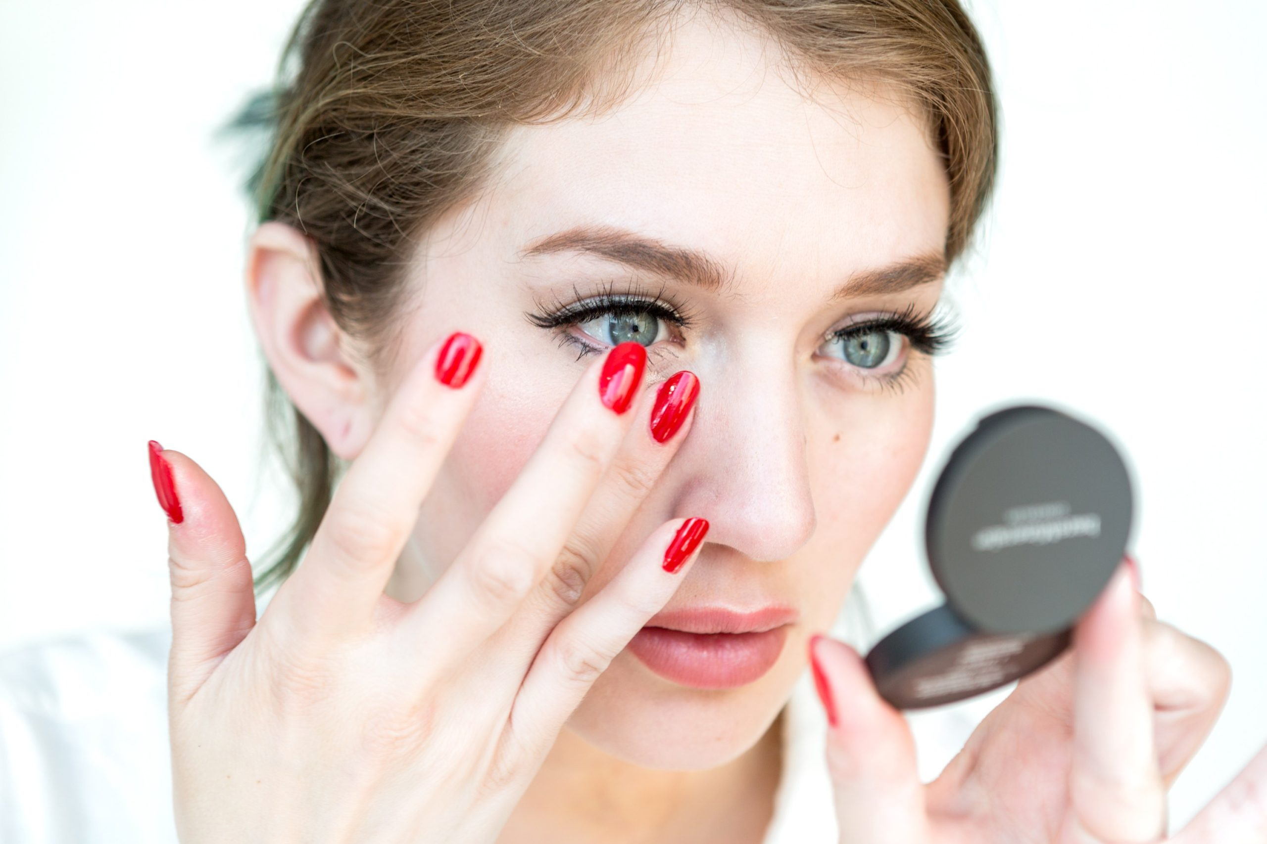 Photo of Ways to Apply Eye Makeup in 8 Simple Steps