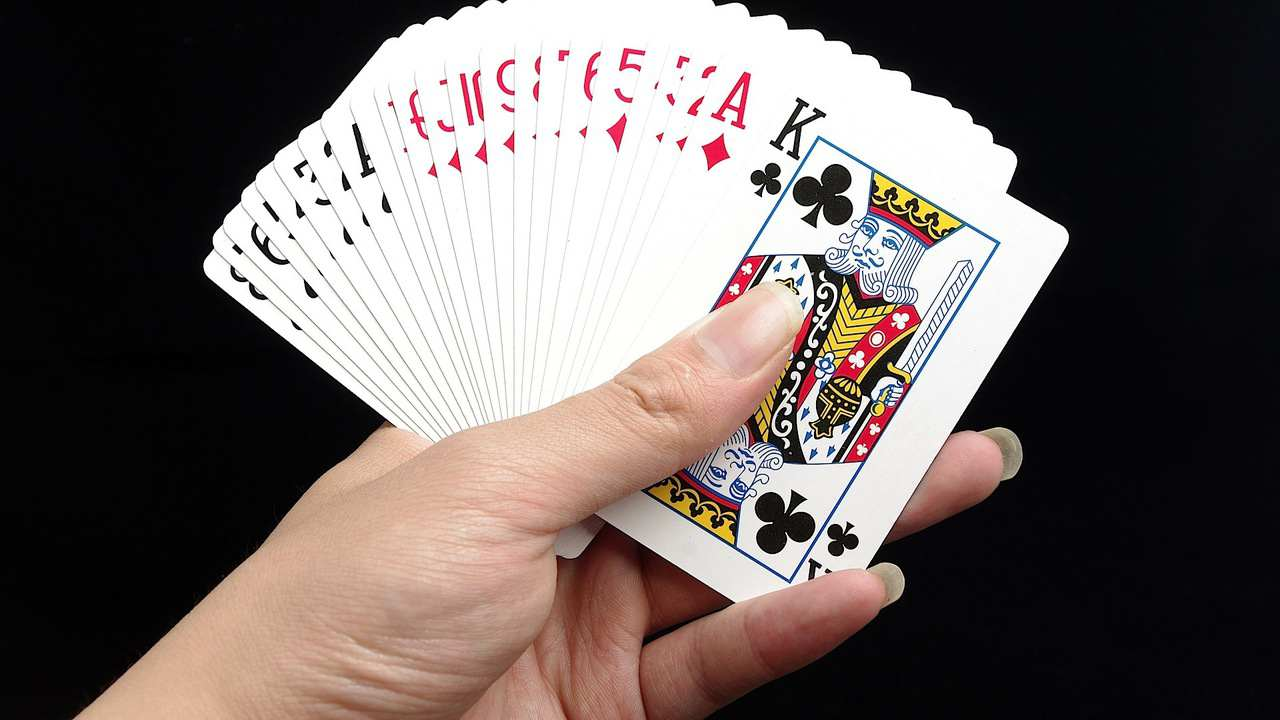 Photo of 4 Easy Card Tricks to Learn